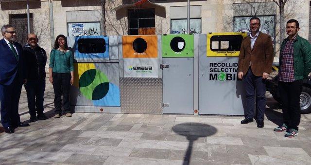 José Hila presenta los vehículos de la recogida móvil de residuos