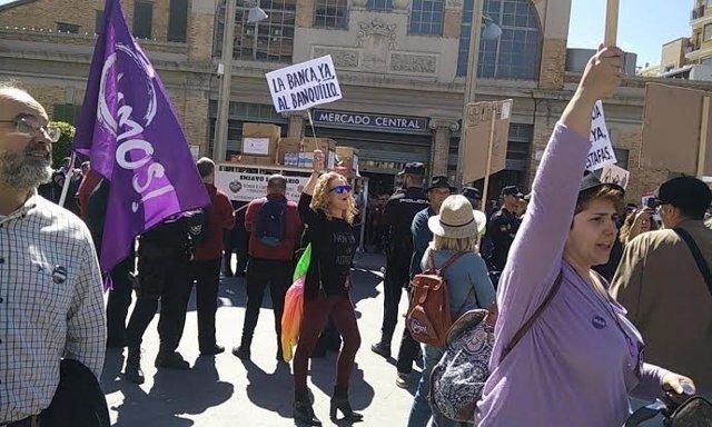 En la plaza 25 de mayo han coincidido dos actos reivindicativos