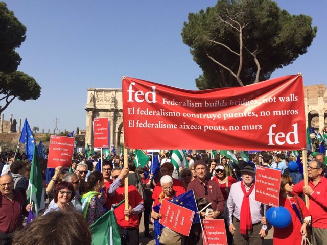 Federalistes d'Esquerres en la manifestación 'Marcha por Europa' de Roma