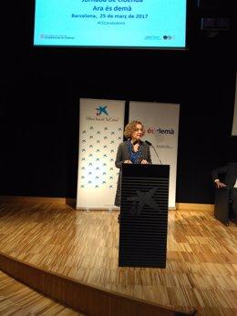 La consellera Meritxell Ruiz en el CosmoCaixa de Barcelona