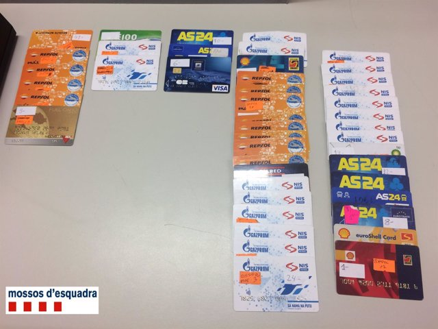 Tarjetas falsificadas intervenidas por los Mossos d'Esquadra
