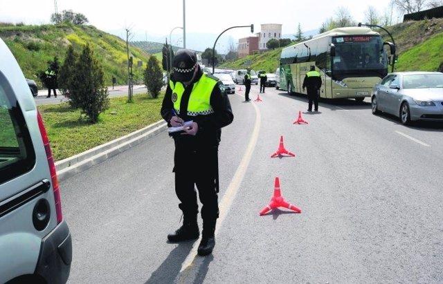 Policía Local durante un control en Jaén capital