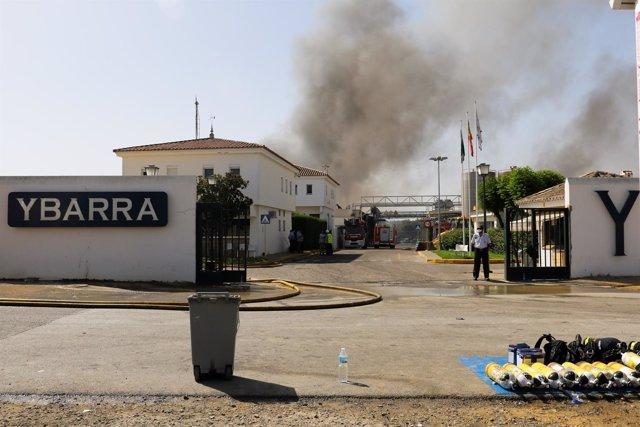 Incendio en la fábrica de Ybarra en Dos Hermanas