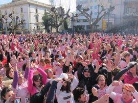 """Marea rosa """"por la vida, la investigación y el futuro"""" durante la II Carrera de la Mujer"""