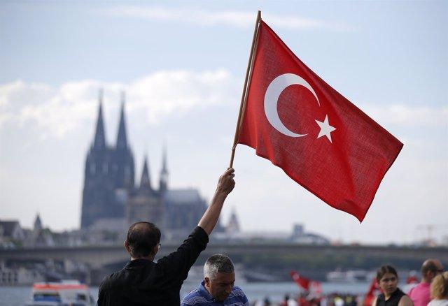 Un seguidor turco de Erdogan en la ciudad alemana de Colonia
