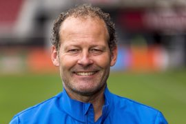 Holanda destituye a Danny Blind