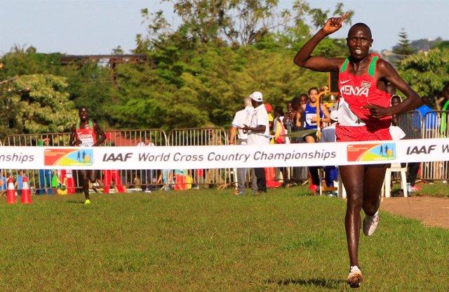 Kamworor y Cheptai lideran el dominio de Kenia en el Mundial de Cross de Uganda