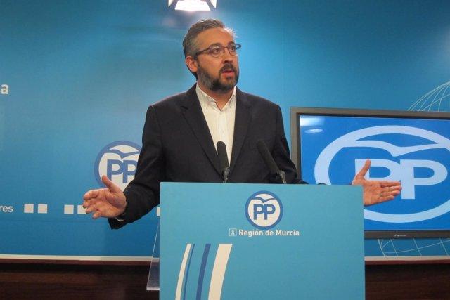 Víctor Martínez, portavoz del PP en rueda de prensa