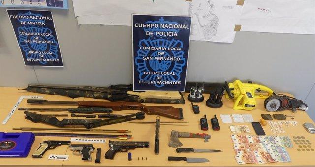 Armas, droga y dinero intervenido en una operación en San Fernando