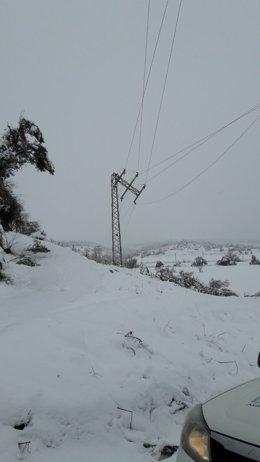 La nieve afecta al tendido eléctrico