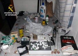 Apagan un incendio en una vivienda de Caravaca y descubren un punto de manipulación y venta de droga