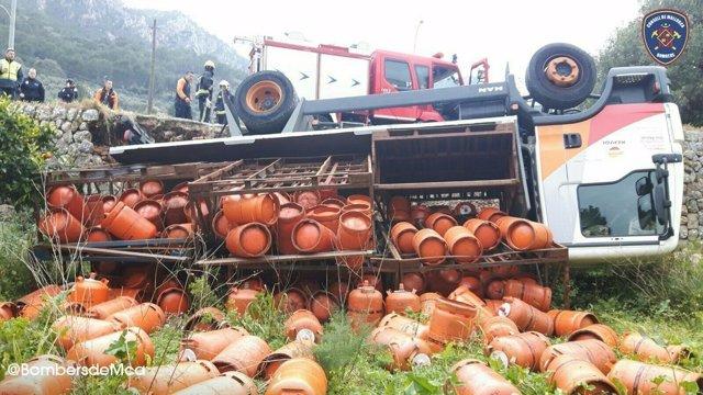 Camión de butano volcado en Sóller