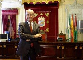 """El alcalde de Málaga asegura que la reflexión sobre si se presentará de nuevo a la Alcaldía """"está abierta"""""""