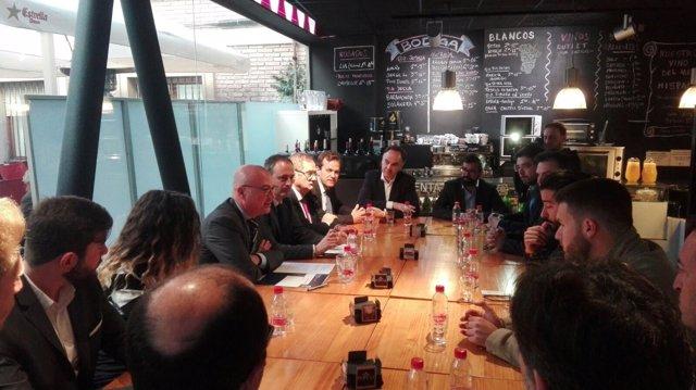Hernández en un encuentro con emprendedores alojados en los Ceeis