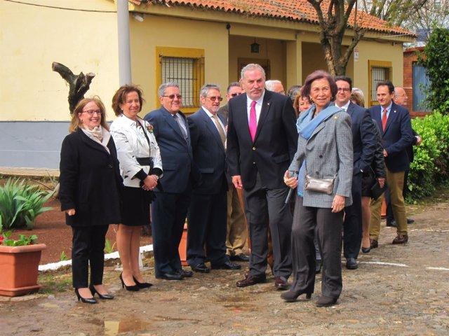 La Reina Sofía En Su Visita Al Banco De Alimentos De Cáceres