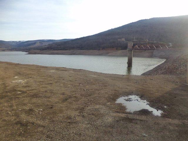 Embalse de Pajares (La Rioja) con poca agua