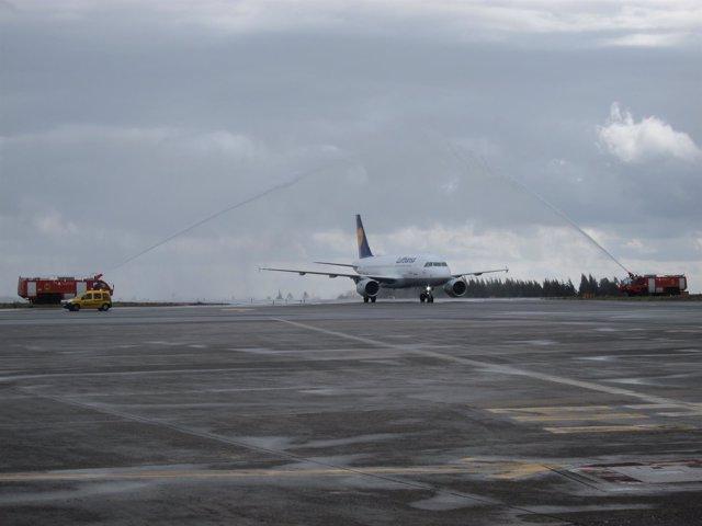 Llegada del primer vuelo de Lufthansa al aeropuerto de Santiago