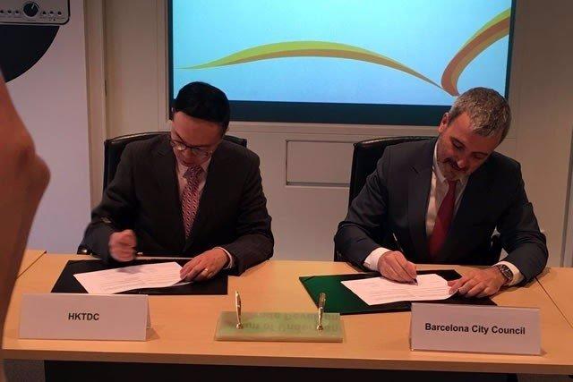 Firma del acuerdo entre Barcelona y el HKTDC
