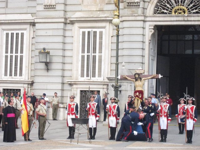Homenaje A La Bandera De Los 14 Países Cuyos Militares Participan En La JMJ