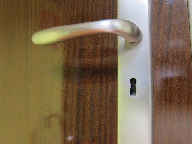 Imagen de la cerradura de una puerta