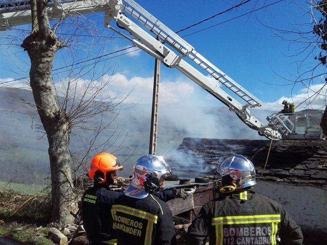 Extinción del incendio en la cabaña