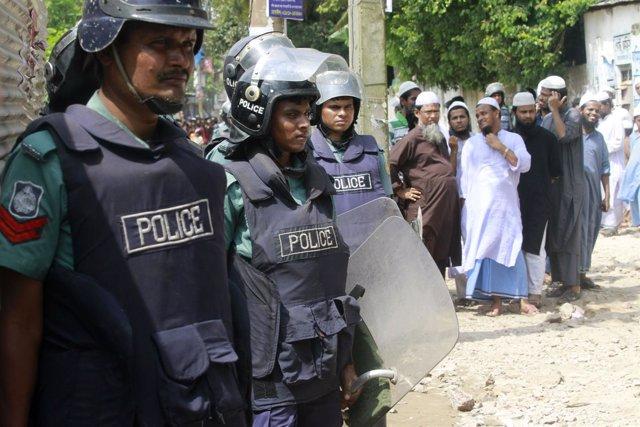 Policía en Bangladesh