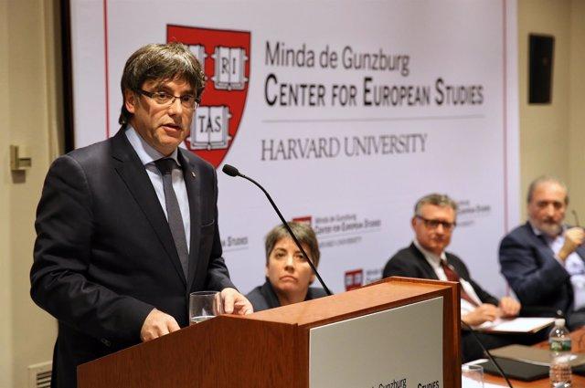 Conferencia del pte.C.Puigdemont en la Universidad de Harvard