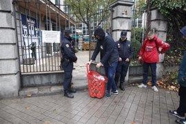 La Policía vuelve a desalojar a los okupas de Hogar Social y detiene a dos de ellos