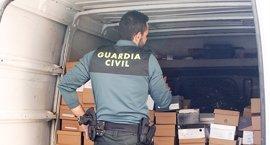 Investigados por falsificar artículos de marcas comerciales que vendían en bazares de San Fernando