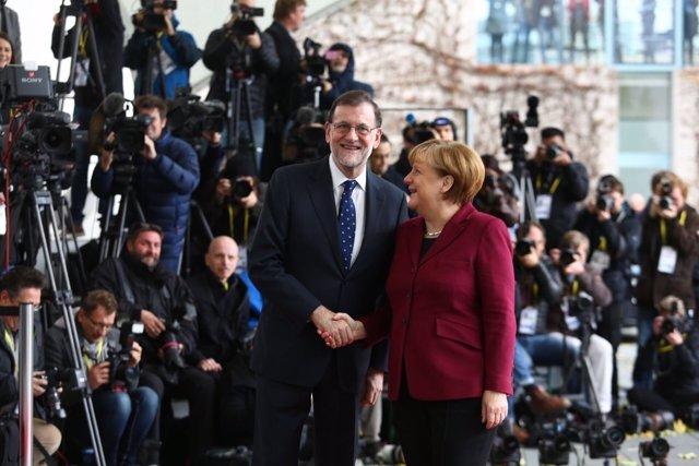 Rajoy y Merkel se reúnen en Berlín