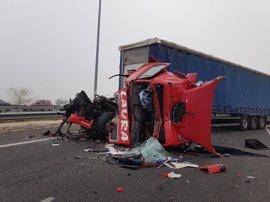 Heridos dos camioneros en una colisión múltiple en la M-50
