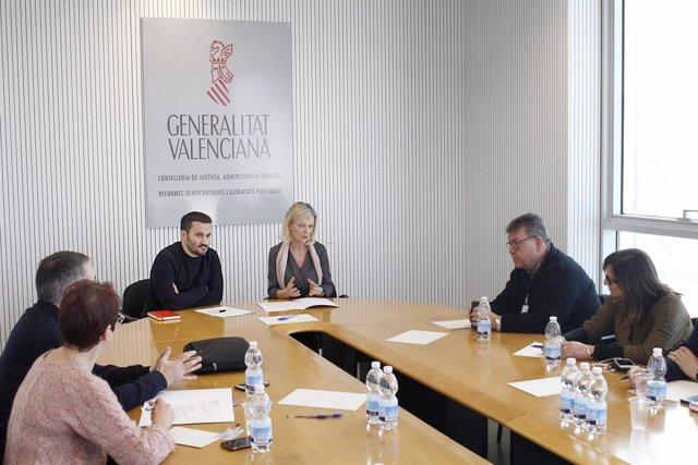 Bravo y Marzà informan a los sindicatos sobre el requisito lingüístico