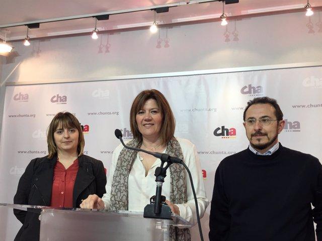 Ruth Pina, Carmen Martínez y Miguel Martínez Tomey este martes en la sede de CHA