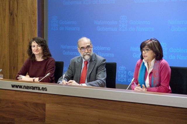 Mª José Pérez Jarauta, el consejero Domínguez y Nieves Ascunce.