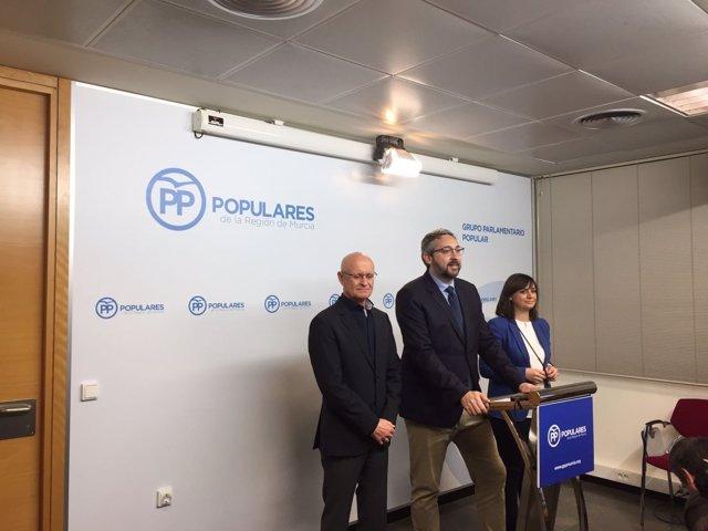 Rueda  de prensa del PP en la Asamblea