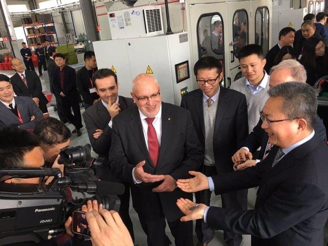 El conseller Jordi Baiget inaugura la fábrica de la empresa Ames en China