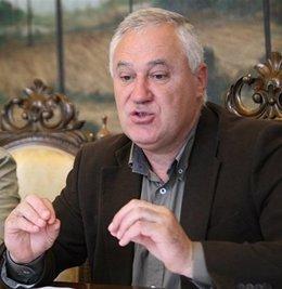 el socialista Manuel Martínez