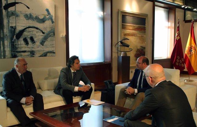 Sánchez se reúne con los presiden tes de las asociaciones Anpier y Aremur