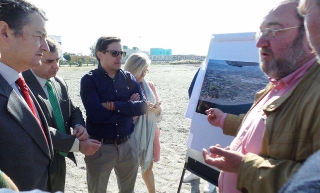 Antonio Sanz en la visita a las obras de emergencia por el temporal