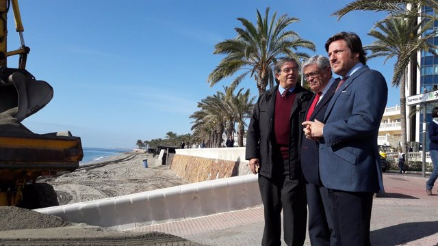 García Lorca visita las obras de emergencia en Roquetas de Mar