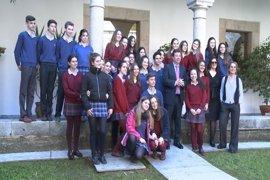 """Vara anima a los alumnos que participan en el Proyecto Euroscola a tener """"una amplia conciencia social"""""""