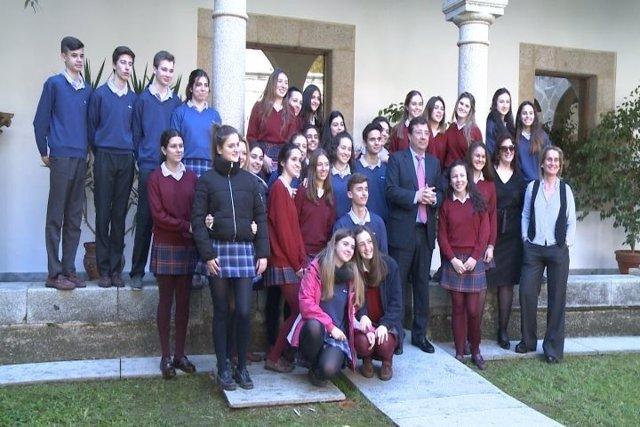 Vara con alumnos de colegio de Badajoz
