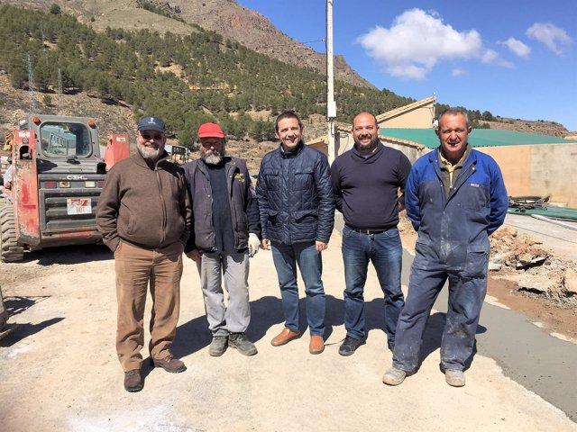 El diputado Guillermo Casquet ha visitado las actuaciones del PFEA en Bacares.