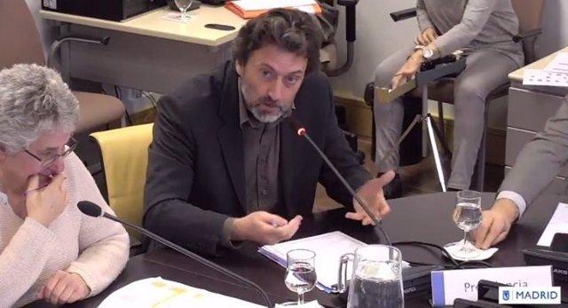 Mauricio Valiente en comisión
