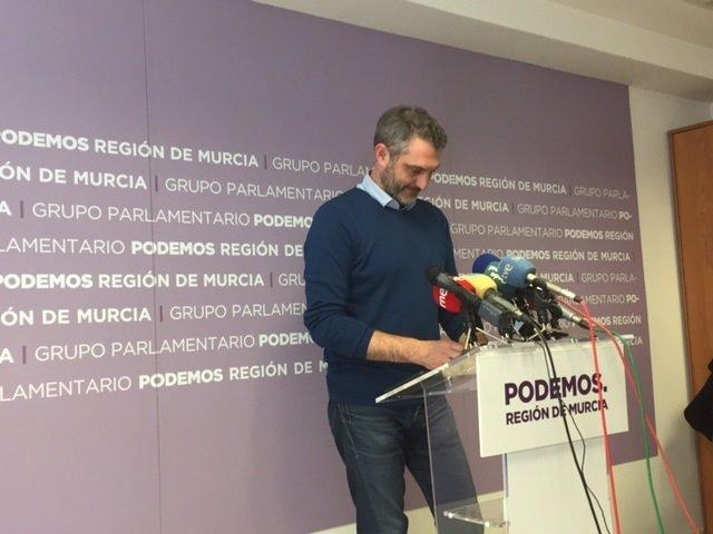 Urralburu en rueda de prensa en Grupo Asamblea