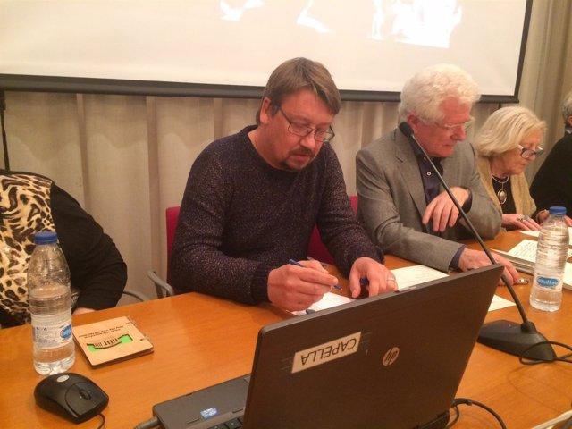 El portavoz de ECP, Xavier Domènech, con los miembros del PSUC Ricard Vinyals y