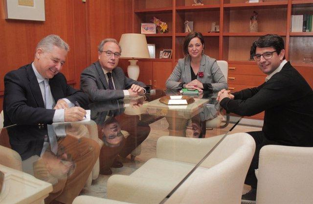 Reunión de la alcaldesa y el edil de Turismo con CECO