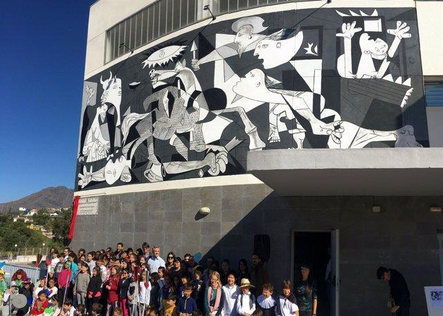 Guernica revisión curro leyton estepona mural artístico arte Gernika picasso