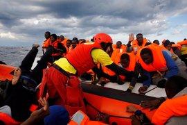 Las ONG que rescatan inmigrantes en el Mediterráneo niegan ayudar a los traficantes de personas libios