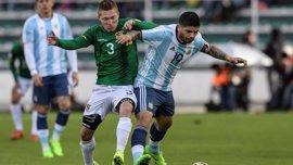 Argentina se asfixia en La Paz sin Messi